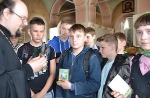 Захаровские школьники в день памяти святых равноапостольных Кирилла и Мефодия посетили Иоанно-Богословский храм